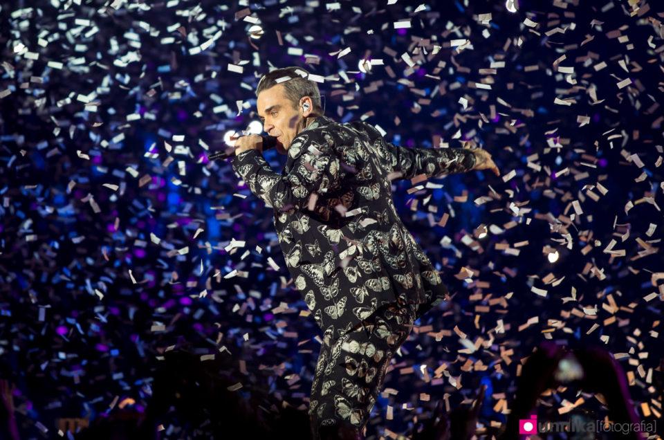 Fotografía de la actuación de Robbie Williams en los 40 Music Awards 2016